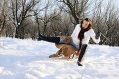 Adolescente tendo o acidente com sledge Fotos de Stock Royalty Free