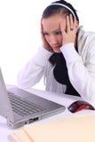 Adolescente tensionado con una computadora portátil Imágenes de archivo libres de regalías