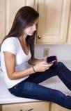 Adolescente Texting Fotografía de archivo libre de regalías