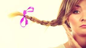 Adolescente triste in capelli windblown della treccia Fotografia Stock Libera da Diritti