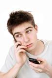 Adolescente triste con dos teléfonos Imagen de archivo libre de regalías