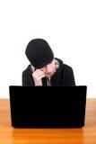 Adolescente triste con el ordenador portátil Imagen de archivo