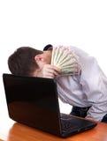 Adolescente triste con el ordenador portátil y el dinero Fotografía de archivo