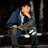 Adolescente triste con las flores Fotos de archivo