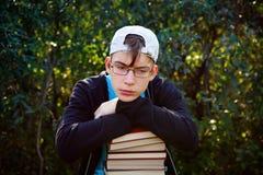 Adolescente triste con libri Fotografia Stock Libera da Diritti