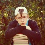 Adolescente triste con libri Immagine Stock