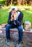 Adolescente triste con libros Imagenes de archivo