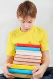 Adolescente triste con libros Fotos de archivo