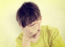 Adolescente triste en casa Imagen de archivo libre de regalías