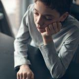 Adolescente triste en casa Imágenes de archivo libres de regalías
