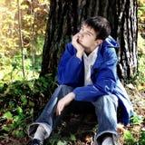 Adolescente triste en el bosque Imagen de archivo libre de regalías