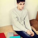 Adolescente triste en el hogar Fotos de archivo libres de regalías