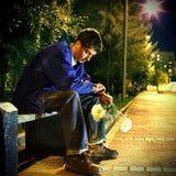 Adolescente triste en el parque Foto de archivo