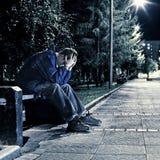 Adolescente triste en el parque Fotos de archivo libres de regalías