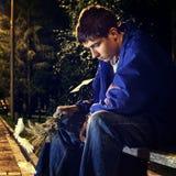 Adolescente triste en el parque Imagen de archivo libre de regalías
