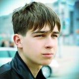 Adolescente triste en la calle Foto de archivo libre de regalías
