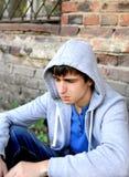 Adolescente triste exterior imagem de stock royalty free