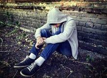 Adolescente triste exterior fotografia de stock royalty free