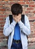 Adolescente triste por la pared Fotografía de archivo libre de regalías