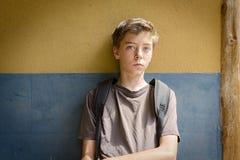 Adolescente triste que se sienta Fotos de archivo libres de regalías