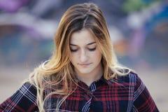 Adolescente triste rubio hermoso Imagenes de archivo