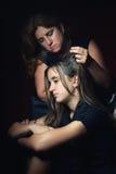 Adolescente triste y su madre preocupante Fotografía de archivo libre de regalías