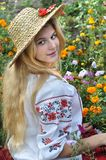 Adolescente ucraniano en ropa tradicional Fotografía de archivo