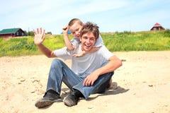 Adolescente y cabrito felices Imagen de archivo libre de regalías