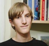 Adolescente y estante masculinos Fotografía de archivo libre de regalías
