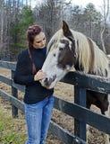 Adolescente y su caballo Imagenes de archivo