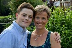 Adolescente y su madre Fotografía de archivo