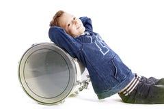 Adolescente y tambor en el piso del estudio Imágenes de archivo libres de regalías