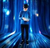 Adolescente y tecnología Imágenes de archivo libres de regalías