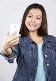Adolescente y teléfono móvil Imagen de archivo libre de regalías