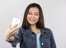 Adolescente y teléfono móvil Imagen de archivo