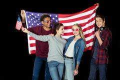 adolescentes americanos felizes com bandeira dos EUA fotos de stock