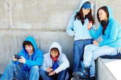 Adolescentes ao ar livre Fotografia de Stock Royalty Free