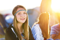 Adolescentes bonitos no festival do verão Fotos de Stock Royalty Free