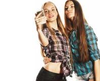 Adolescentes bonitos que fazem o selfie isolado fotografia de stock