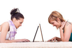 Adolescentes chating Foto de archivo