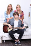 Adolescentes com guitarra elétrica imagem de stock