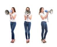 Adolescentes com os megafone no branco Fotografia de Stock