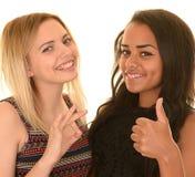 Adolescentes com sinais aprovados Fotos de Stock Royalty Free