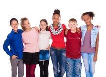 Adolescentes con diversa ropa que se une Fotografía de archivo