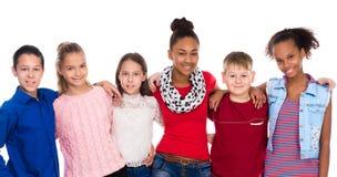 Adolescentes con diversa ropa que se une Imágenes de archivo libres de regalías