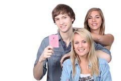 Adolescentes con el carné de conducir francés Imagenes de archivo