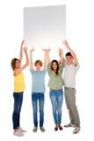 Adolescentes con el panel blanco Fotografía de archivo libre de regalías