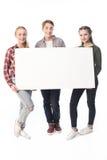 Adolescentes con la bandera en blanco aislada en blanco Fotos de archivo libres de regalías
