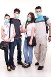 Adolescentes con las máscaras de la protección Fotografía de archivo libre de regalías