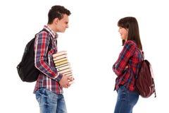 Adolescentes con las mochilas y los libros Imagen de archivo libre de regalías
